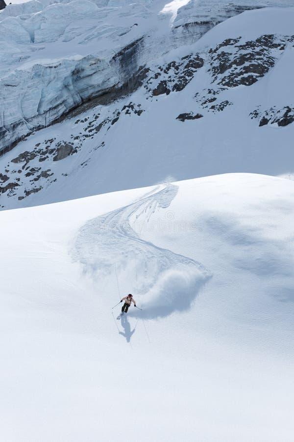 Ski sur glacier dans un paysage fantastique photos stock