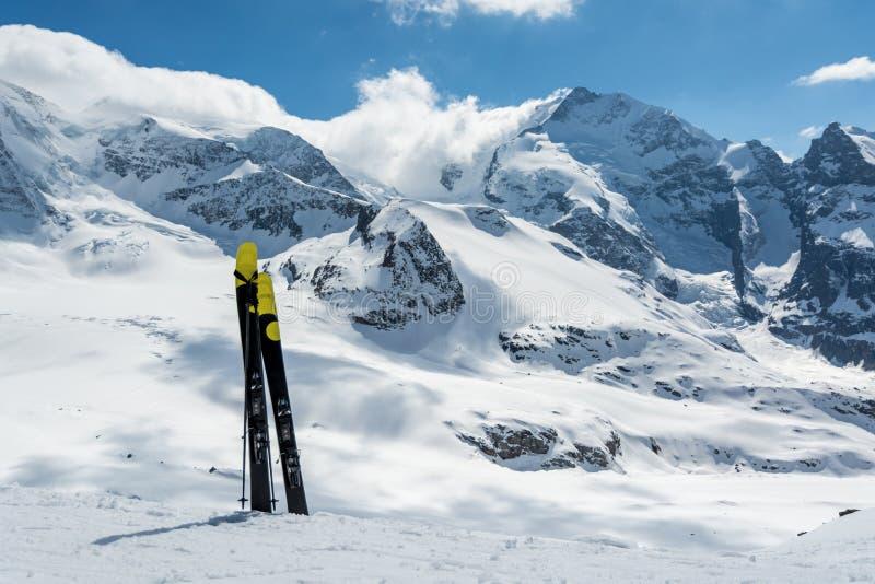 Skiant sur Diavolezza, la Suisse images libres de droits