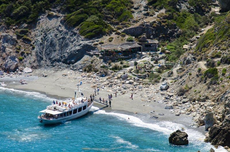 Skiathos, Grèce, le 14 juillet 2017 : Bateau de croisière avec des touristes voile photographie stock libre de droits