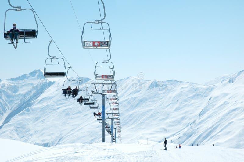 Skiaufzugstühle lizenzfreies stockbild