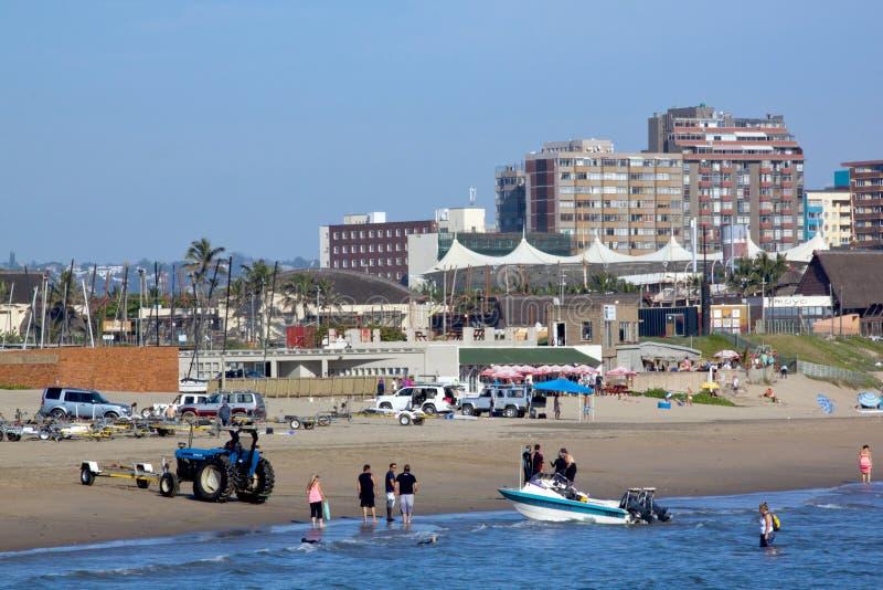Skiboat-Verein und strandnahes in Durban Südafrika lizenzfreie stockfotos
