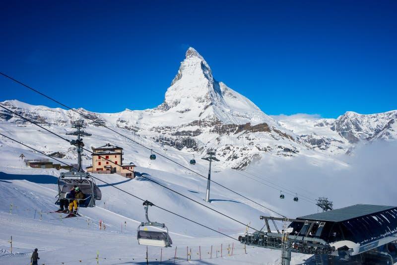 skida på det Matterhorn maximumet arkivbilder