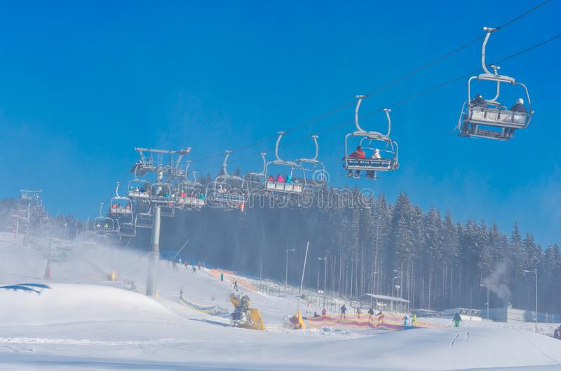 Skidar semesterorten i Bukovel, Ukraina arkivfoton