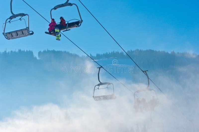 Skidar semesterorten i Bukovel, Ukraina arkivfoto