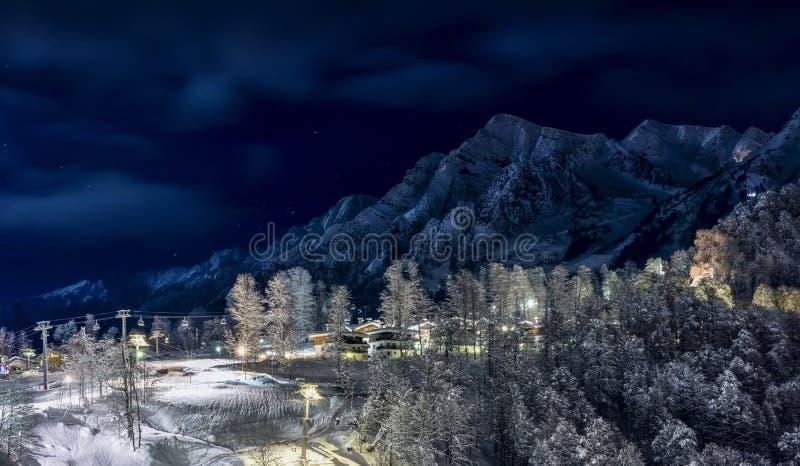 Skidar semesterorten i Krasnaya Polyana SOCHI royaltyfria foton