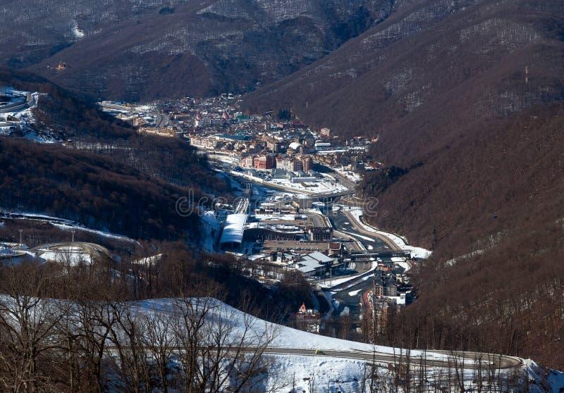Skidar semesterorten Rosa Khutor Berg av Krasnaya Polyana för russia sochi för 2014 2018 kopplekar olympic värld vinter arkivbild