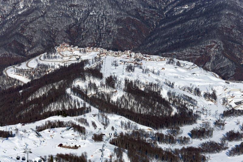 Skidar semesterorten Rosa Khutor Berg av Krasnaya Polyana för russia sochi för 2014 2018 kopplekar olympic värld vinter arkivbilder