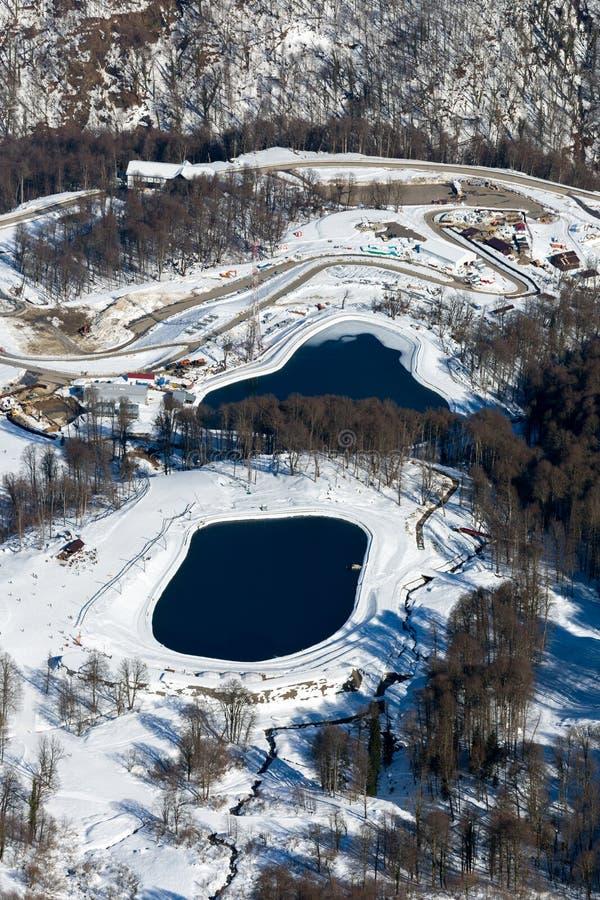 Skidar semesterorten Rosa Khutor Berg av Krasnaya Polyana för russia sochi för 2014 2018 kopplekar olympic värld vinter arkivfoto