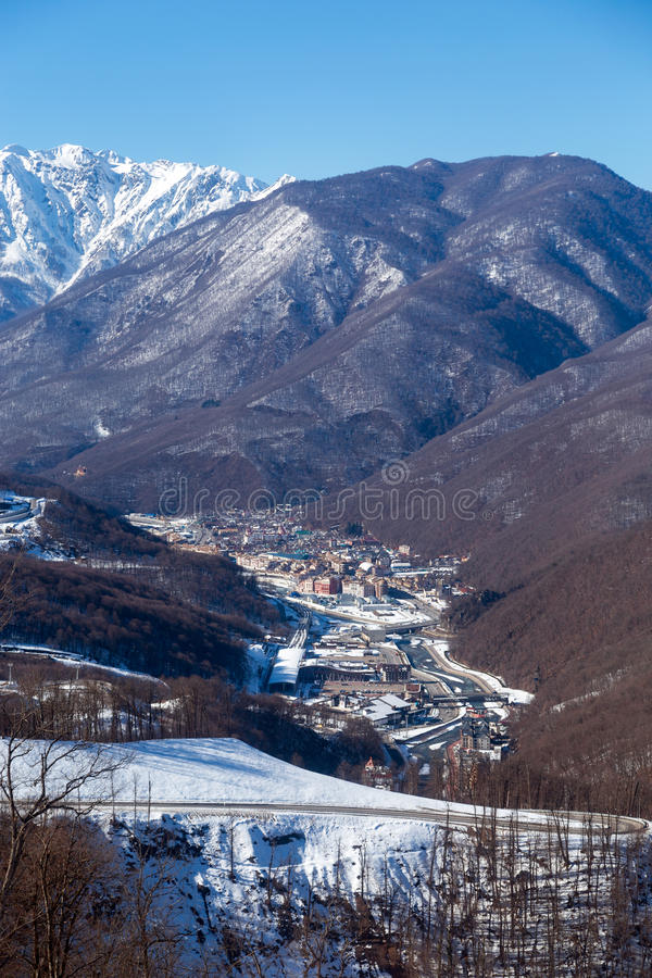 Skidar semesterorten Rosa Khutor Berg av Krasnaya Polyana för russia sochi för 2014 2018 kopplekar olympic värld vinter royaltyfria bilder