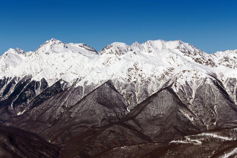 Skidar semesterorten Rosa Khutor Berg av Krasnaya Polyana för russia sochi för 2014 2018 kopplekar olympic värld vinter fotografering för bildbyråer