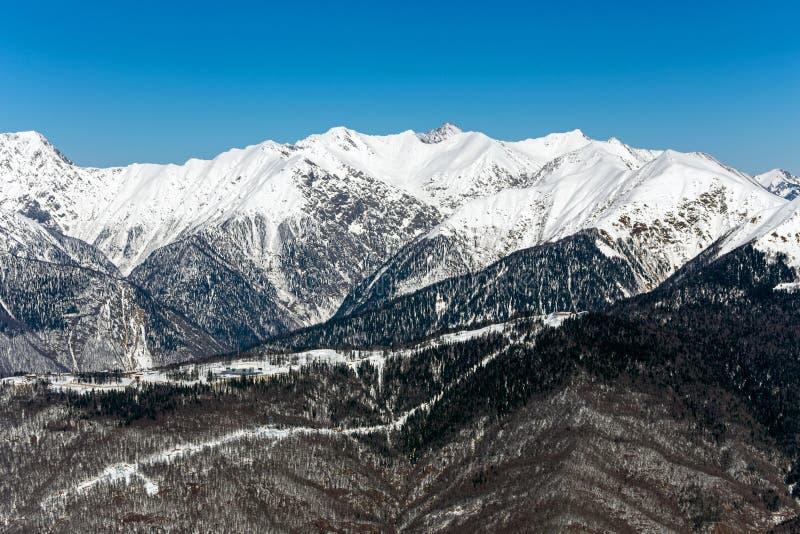 Skidar semesterorten Rosa Khutor Berg av Krasnaya Polyana för russia sochi för 2014 2018 kopplekar olympic värld vinter royaltyfri fotografi