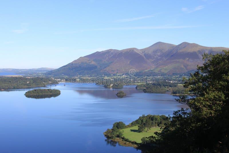 Skiddaw u. Derwentwater von der Überraschungs-Ansicht, Cumbria lizenzfreies stockbild