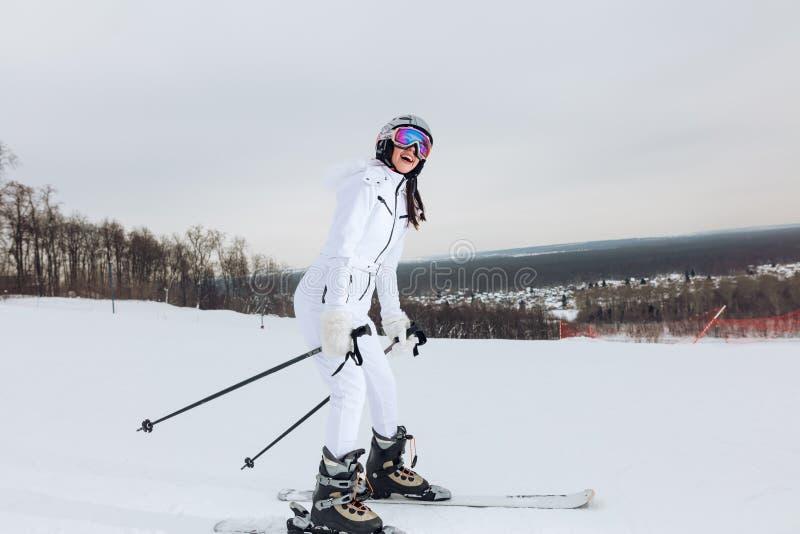 Skieur de débutant dans le secteur de ski image libre de droits