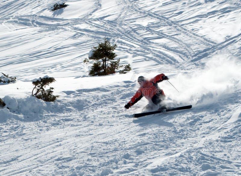 Skieur en baisse photographie stock