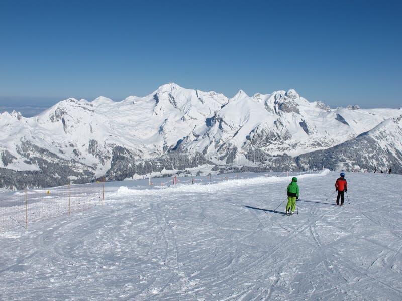 Skieur et Mt Saentis photographie stock