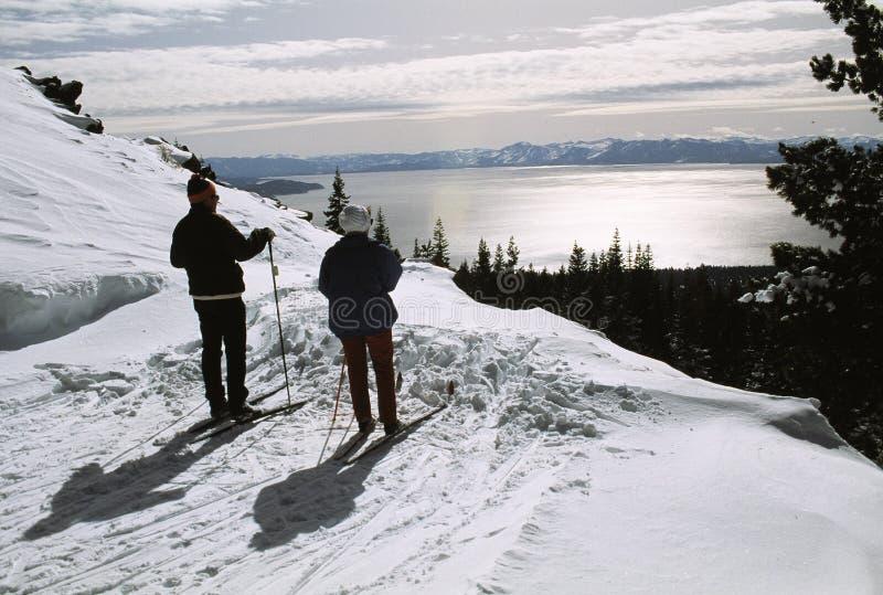 Skieurs de Lake Tahoe image libre de droits