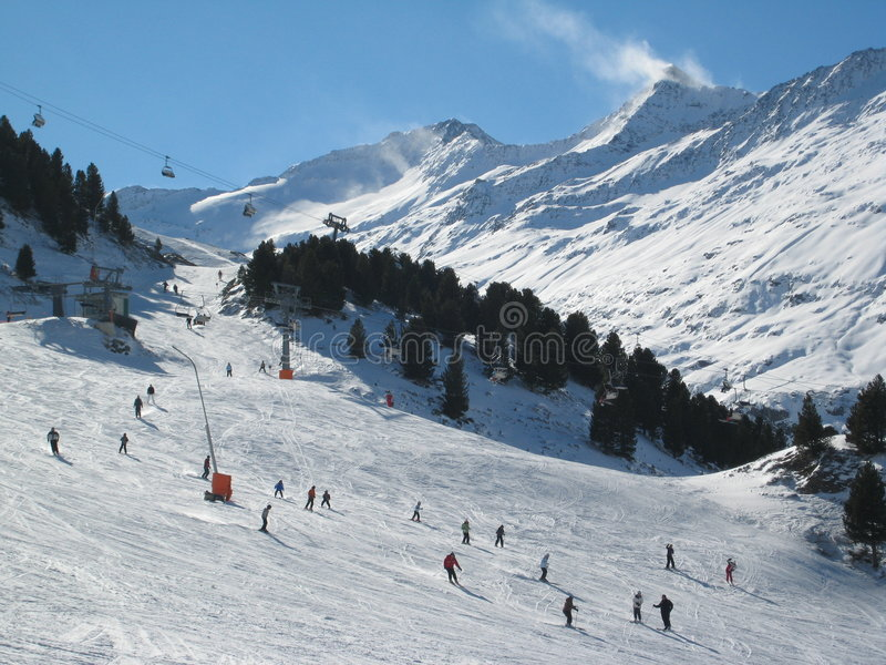 Skifahrensteigung stockbilder