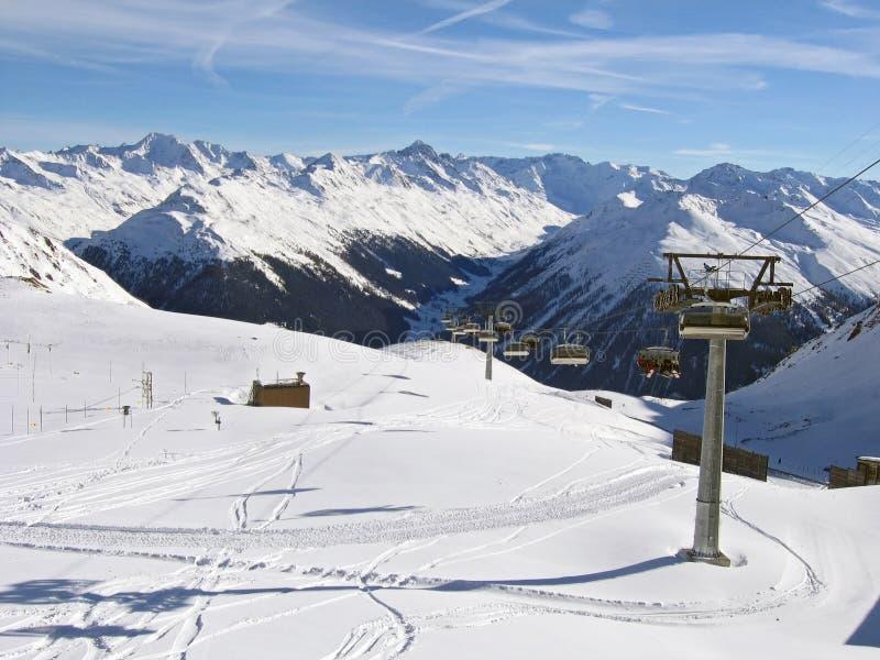 Skifahrensteigung an der Skifahrenrücksortierung Davos, die Schweiz lizenzfreies stockbild