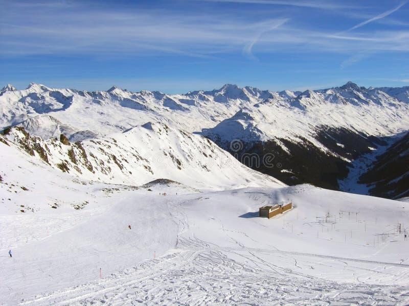 Skifahrensteigung an der Skifahrenrücksortierung Davos, die Schweiz stockbilder