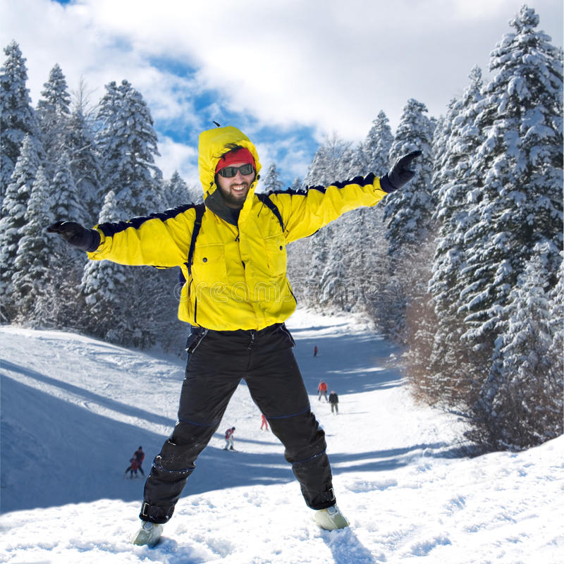 Skifahrer auf hohem Berg stockbilder