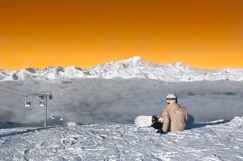 Skifahrer betriebsbereit zu reiten, Courchevel, Frankreich lizenzfreie stockfotos