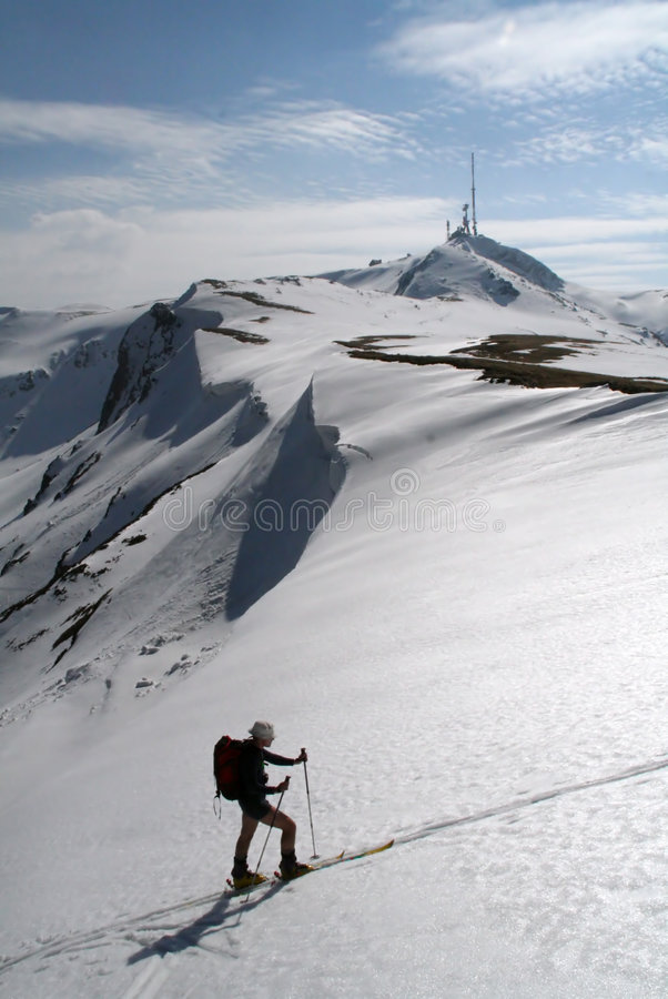 Skifahrer ließ das Tal lizenzfreies stockfoto