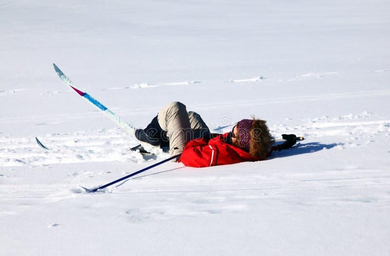 Skifahrerfall lizenzfreie stockbilder