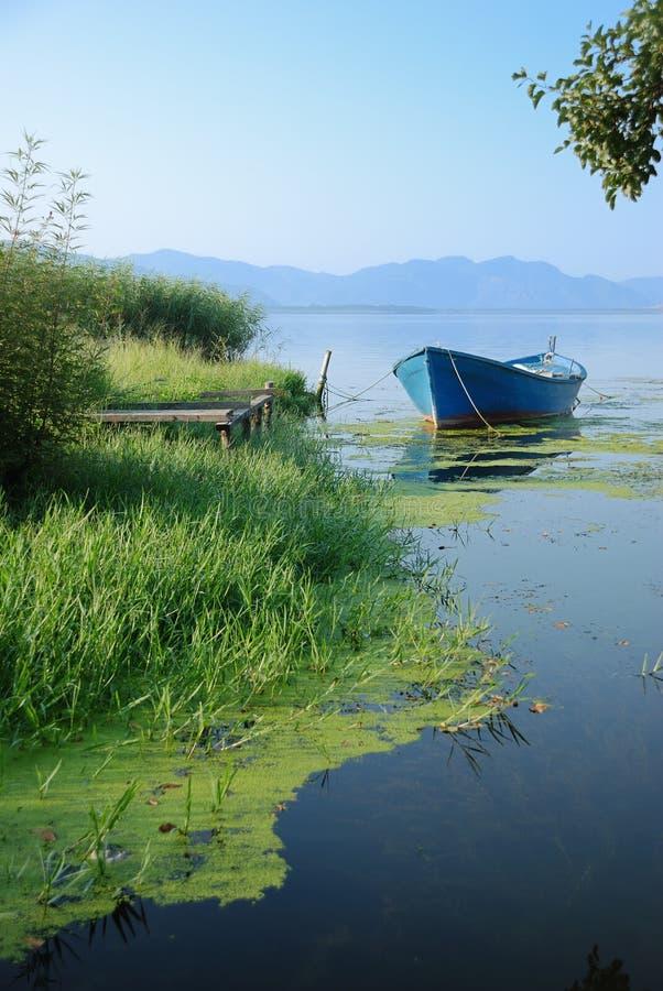 skiff озера стоковое изображение