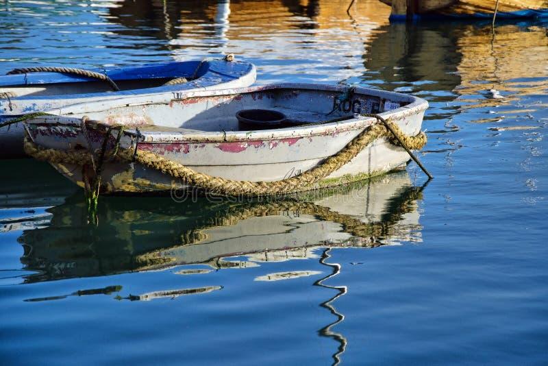Skiff   Lyme Regis Harbour photo libre de droits
