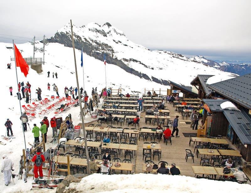 Skigaststätte in den Alpen lizenzfreie stockbilder