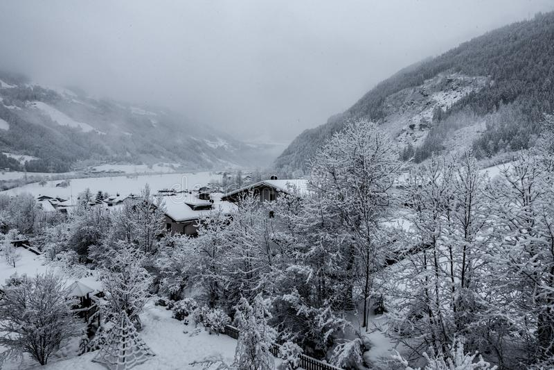 skigebied met fantastisch weer stock fotografie
