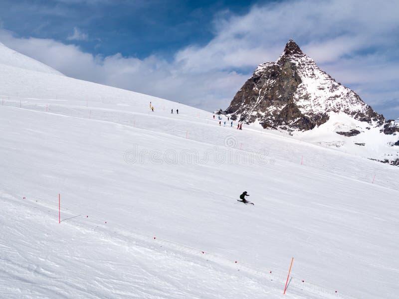 Skihelling in Zermatt-skitoevlucht royalty-vrije stock afbeeldingen