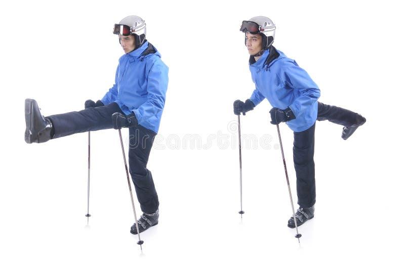 Skiier demonstrieren Aufwärmenübung für das Ski fahren stockfotografie