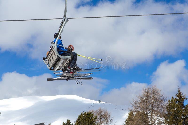 Skijahreszeit lizenzfreie stockfotos
