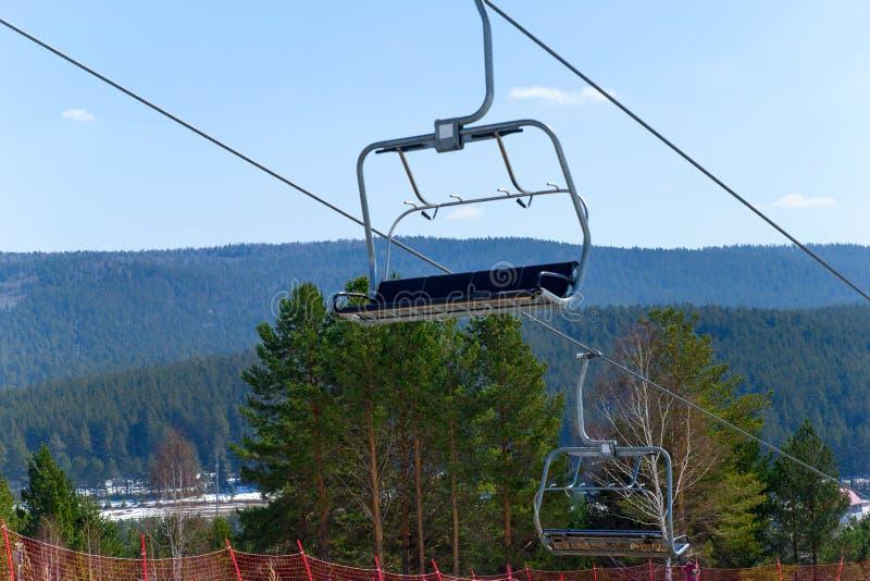 Skilift in de Ural-bergen royalty-vrije stock fotografie