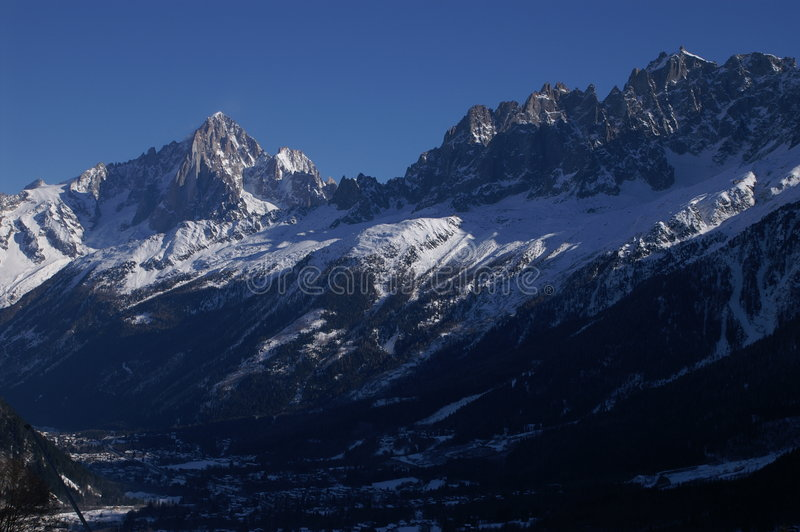 Skiline de Chamonix photographie stock libre de droits