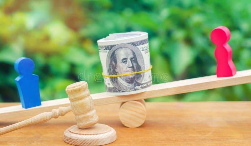 skilsmässa Uppdelning av egenskapen vid lagligt betyder Mannen och kvinnan är royaltyfri foto