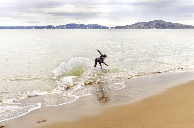 Skimboarding in San Francisco Bay, California fotografia stock libera da diritti