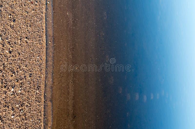 skimrande reflexioner på havsyttersidan royaltyfria bilder
