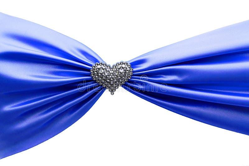 Skinande blått satängband och diamanthjärta royaltyfria foton