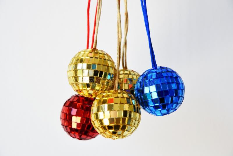 Skinande diskobollar för jul royaltyfri bild