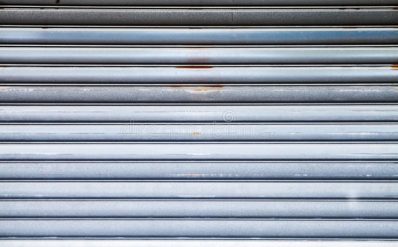 Skinande textur för metallväggbakgrund royaltyfria foton