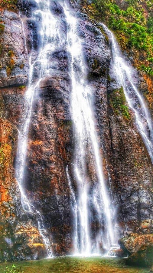 Skinande vattenfall royaltyfria foton