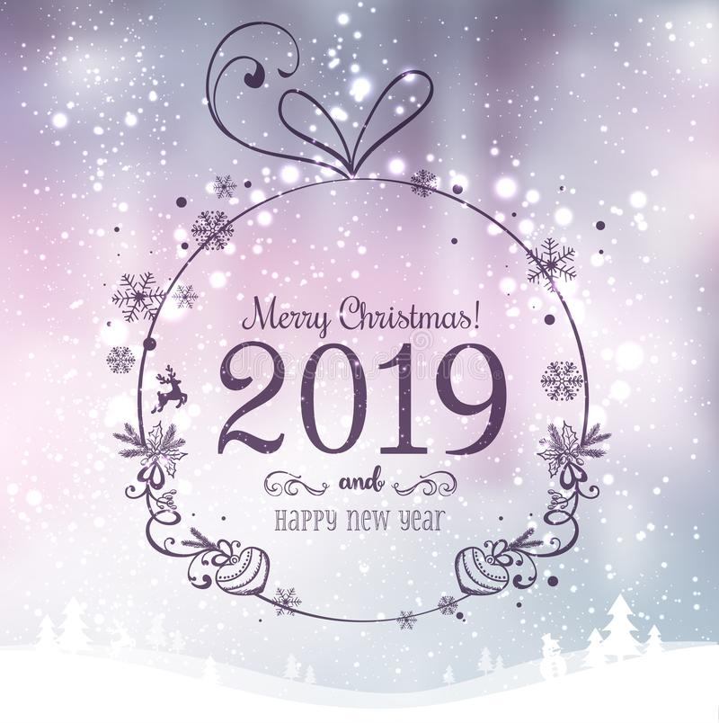 Skinande Xmas-boll för glad jul 2019 och nytt år på feriebakgrund med vinterlandskapet med snöflingor, ljus, stjärnor royaltyfri illustrationer