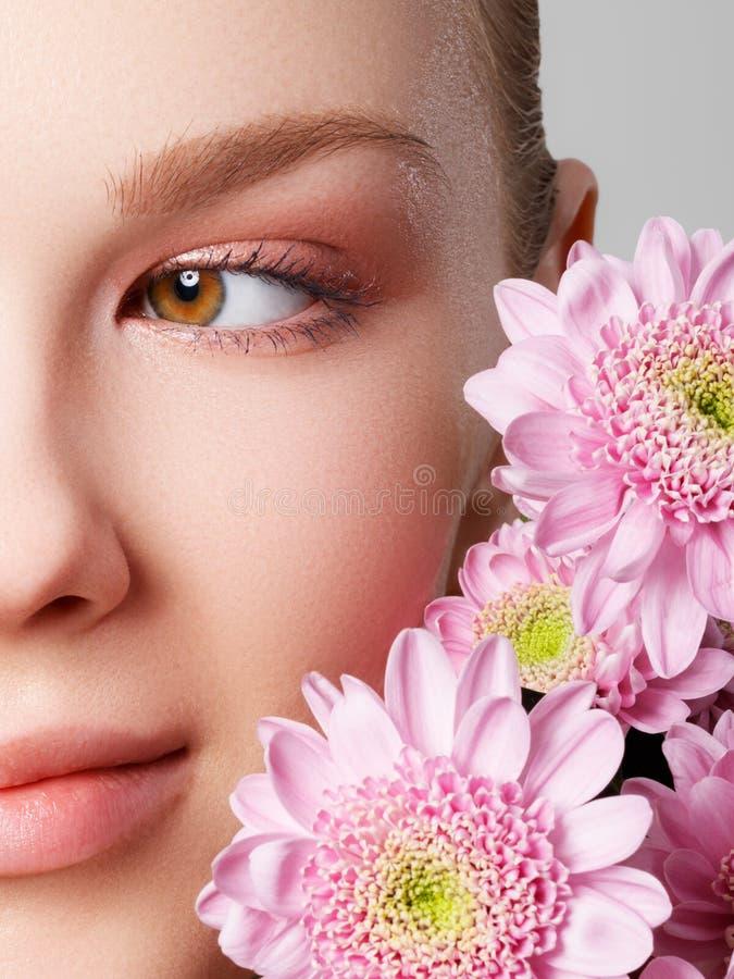 Skincare,健康,温泉 干净的软的皮肤,健康新神色 健康皮肤的概念 画象美丽 免版税库存图片