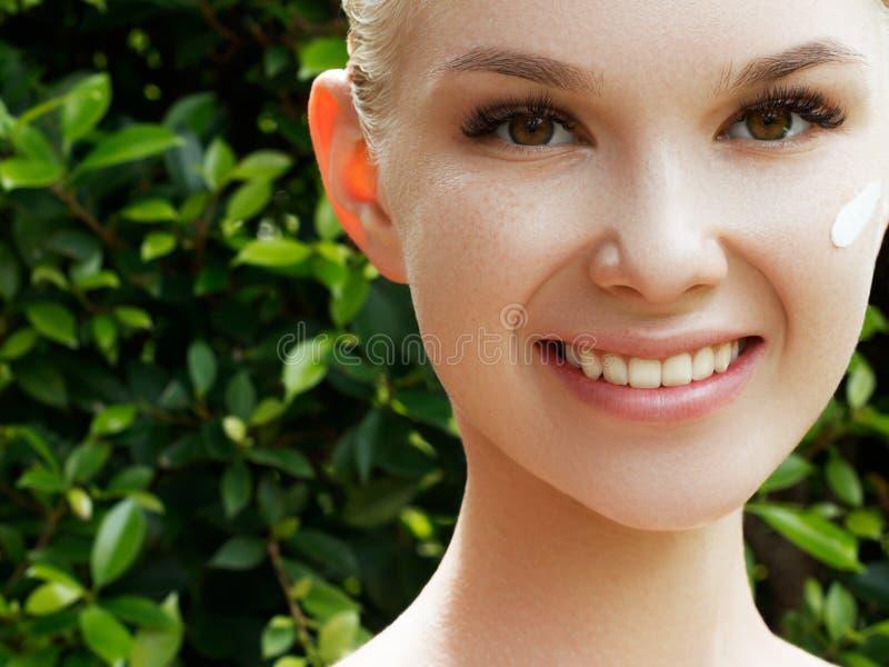 Skincare,健康,温泉 干净的软的皮肤,健康新神色 健康皮肤的概念 画象美丽 库存图片