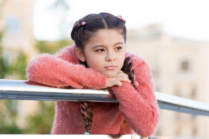 Skincare большинств важная вещь для меня Прелестная маленькая девочка со здоровой молодой кожей стороны Концепция Skincare : стоковая фотография rf
