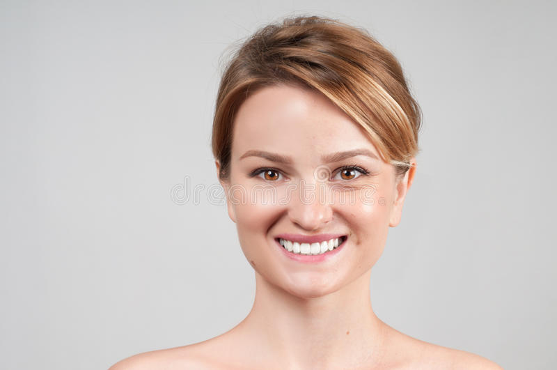 Skincare 在化妆做法前后的妇女 免版税库存图片