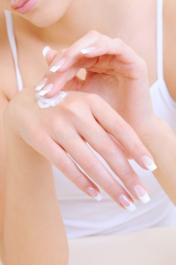 Skincare der weiblichen Hände stockfotos