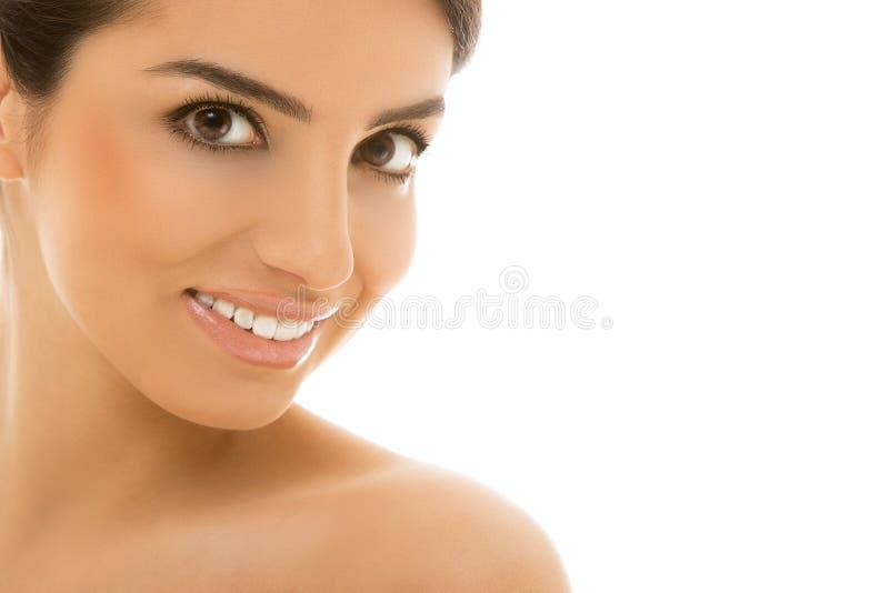 Skincare. Mooi, natuurlijk meisje met leuke glimlach royalty-vrije stock foto's